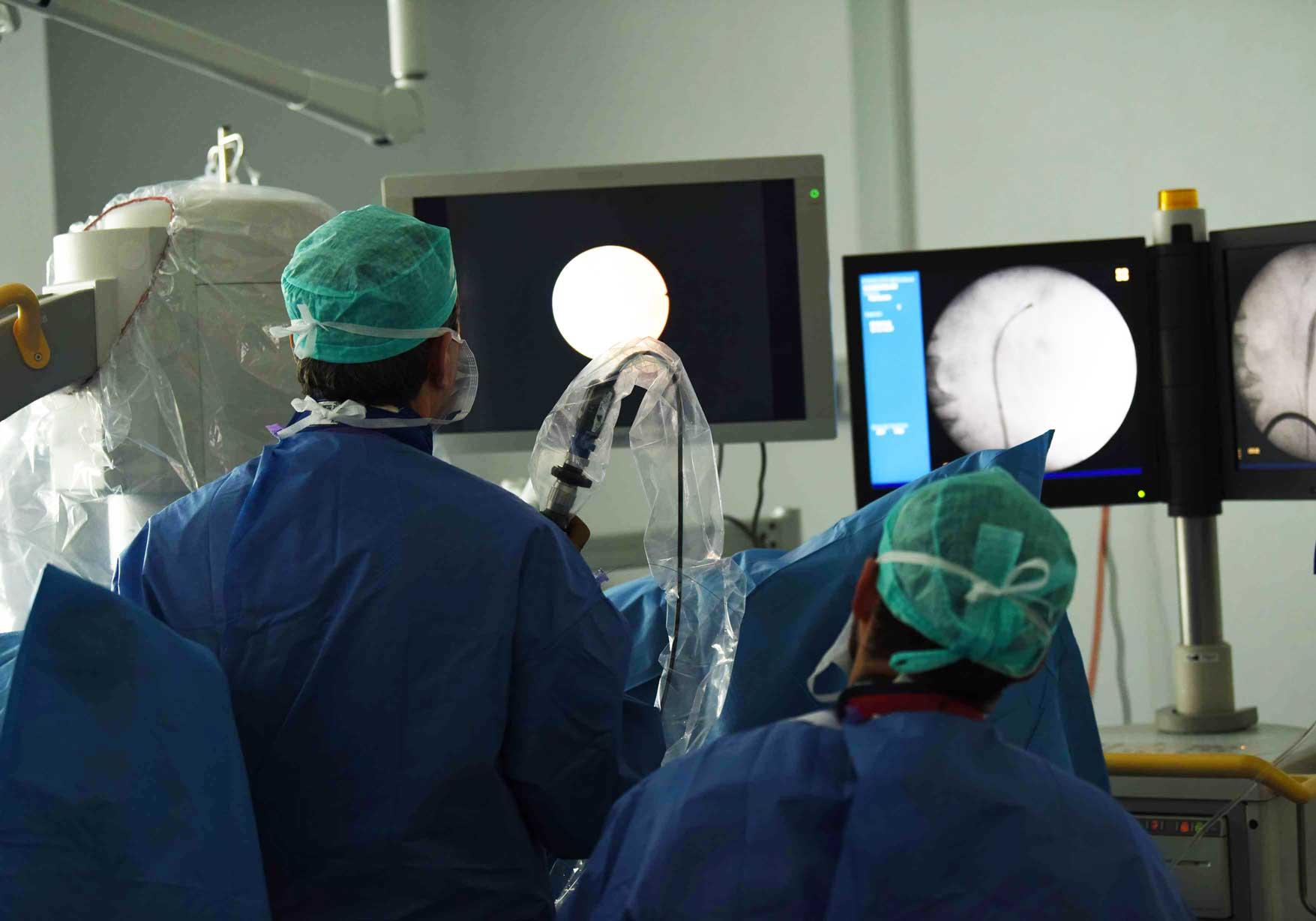 intervention-chirurgie-endoscopique-ureteroscopie-1
